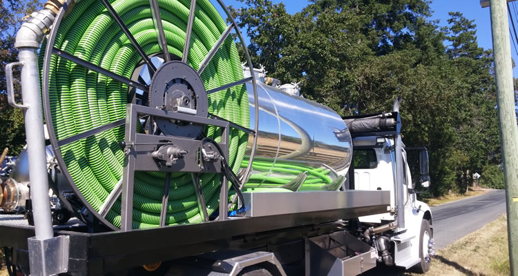 septic-cleaning-vac-truck-hose-reel